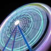 Belle image longue exposition grande roue tournant couleurs vives 56854 810