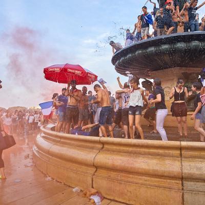 la fête à Bordeaux après la victoire des Bleus